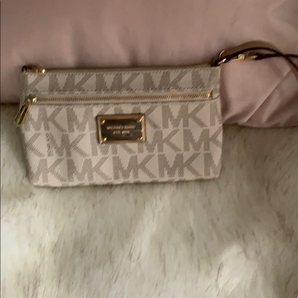 Michael Kors Handbags - Michael Kors Clutch